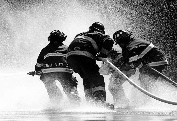 firefighter-1851945_960_720